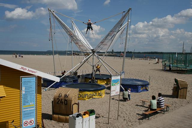 Bungee-Trampolin (Sommerfest-Ideen)