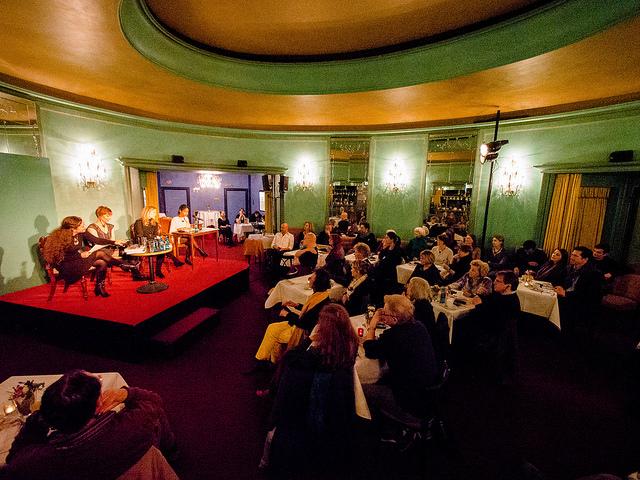 Veranstaltung in einem Theater (Sommerfest-Ideen)